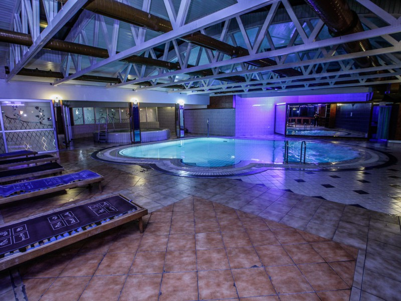 Spa center and pool